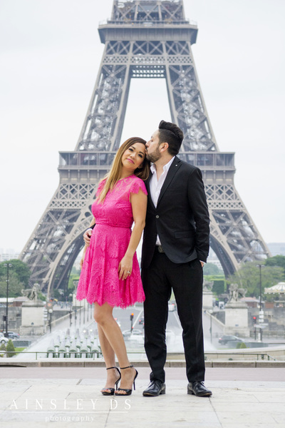 Family photoshoot in Paris with Ainsley Ds photography, Paris photographer.