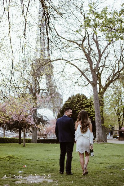 Couple photoshoot in Paris with Ainsley Ds photography, Paris photographer.