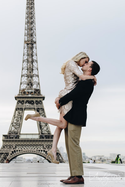 The Louvre, Engagement photoshoot in Paris with Ainsley Ds photography, Paris photographer.