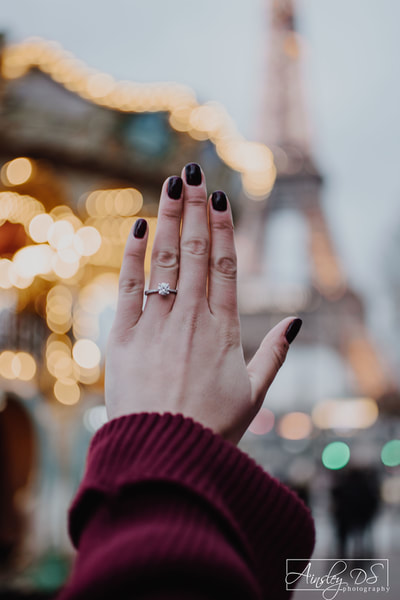 Proposal photo shoot in Paris with Photographer Ainsley DS Photography
